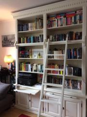 Bücherschrank mit Leiter (