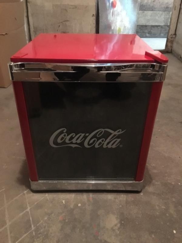 coca cola k hlschrank in mannheim k hl und gefrierschr nke kaufen und verkaufen ber private. Black Bedroom Furniture Sets. Home Design Ideas