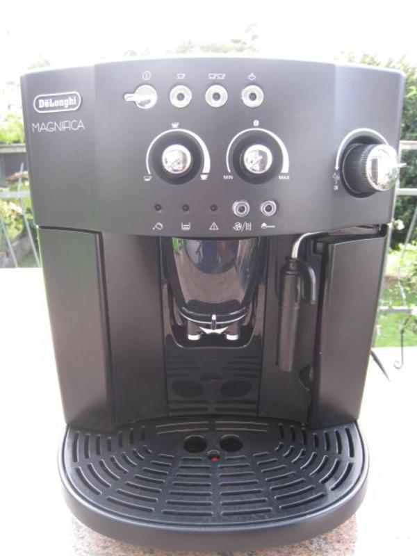de longhi kaffeevollautomat esam ankauf und verkauf anzeigen. Black Bedroom Furniture Sets. Home Design Ideas