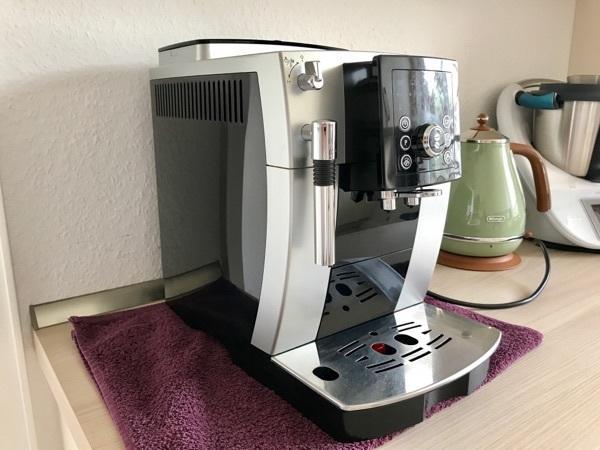 DeLonghi ECAM 23. 210 TOP ZUSTAND NEUWERTIG - Stuttgart Zuffenhausen - Hier haben sie die Möglichkeit einen guten und sehr sauberen Kaffeevollautomaten der Fa. DeLonghi ECAM 23.210 zu erwerben.Verkaufen die Maschine weil wir eine andere Geschenkt bekommen.Kürzlich wurde die Maschine einer professio - Stuttgart Zuffenhausen