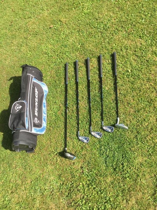 Dunlop MX II Golf Set für Jugendliche zu verkaufen. - Ansbach - Wir verkaufen unser Dunlop MX II Golf Set für Jugendliche. Zum Verkauf kommen das Golfbag, 1 Driver (15°), 5er, 7er, 9er Eisen sowie der dazugehörige Putter.Bitte nur an Selbstabholer! - Ansbach