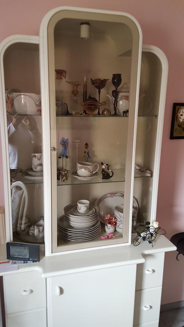 abschlie bare vitrine neu und gebraucht kaufen bei. Black Bedroom Furniture Sets. Home Design Ideas