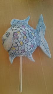 Gartendeko handgetöpferter Fisch