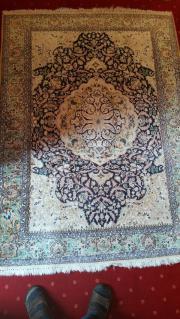 Handgeknüpfter Seidenteppich