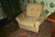 Helle bequeme Sessel mit Lehne