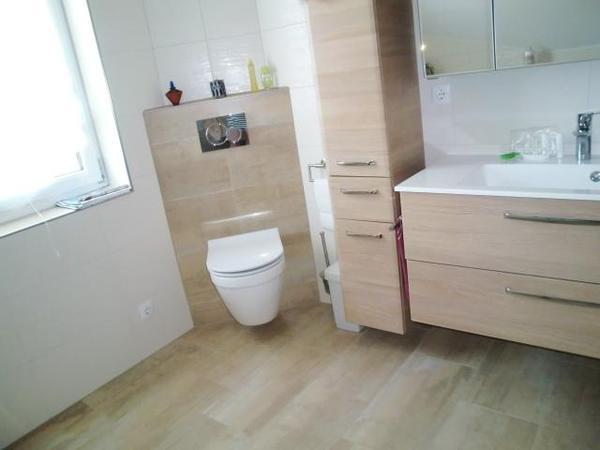 hochwertige angeschliffene feinsteinzeug fliesen in angesagter natursteinoptik warmer beige in. Black Bedroom Furniture Sets. Home Design Ideas