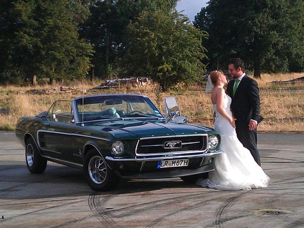 hochzeitsauto ford mustang cabrio fotoshooting events hochzeit in offenburg oldtimer. Black Bedroom Furniture Sets. Home Design Ideas