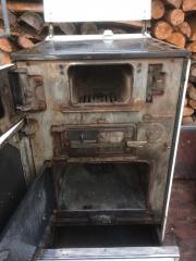 Holzbefeueter Küchenherd und
