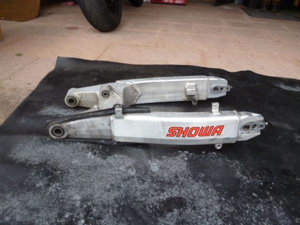 Honda CBR 600 FS PC 35 Schwinge - Hemsbach - Verkaufe hier eine Schwinger einer Honda CBR 600 FS. Die Schwinge ist gebraucht und hat auch dementsprechend Gebrauchsspuren (siehe Bilder). Die meisten Mackel werden allerdings von Anbauteilen verdeckt, wie Auspuff oder Bremsschlauch. Sie ist  - Hemsbach