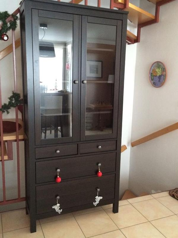 ikea hemnes vitrine schwarzbraun neuwertig in berlin regale kaufen und verkaufen ber private. Black Bedroom Furniture Sets. Home Design Ideas