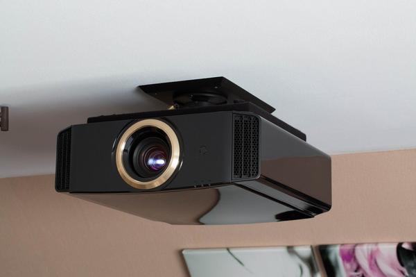 """JVC DLA-RS55 (x70) LCoS Projektor - Burg - JVC DLA-RS55 (x70) LCoS Projektor mit zwei 3D Brillen und RF Emitter - NeuwertigDer Projektor kommt aus der RS Serie von JVC und ist somit gegenüber der """"normalen"""" X70 Serie bereits vorselektiert !Der Projektor hängt seit dem ersten Tag an seiner - Burg"""