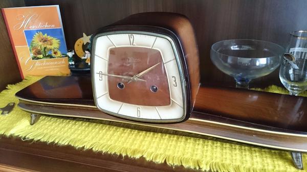 Kaminuhr- Buffetuhr von Hermle aus den 50er Jahren - Fürth Hardhöhe - Wir verkaufen unsere Kaminuhr Buffetuhr, Firma Hermle voll funktionsfähig mit Schlüssel in guten Zustand. Schlägt alle volle Stunde. Lieferung nur innerhalb Deutschland, zuzgl Frachtkosten und Vorkasse - Fürth Hardhöhe