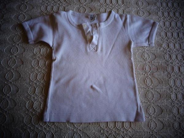Kinderbekleidung T - Shirt oder Unterhemd