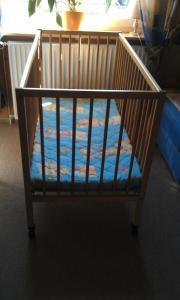 Kinderbett aus Holz,