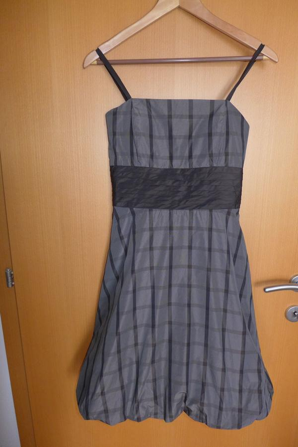 kleid f r m dchen gr 164 in g tzis kinderbekleidung. Black Bedroom Furniture Sets. Home Design Ideas