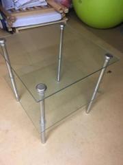 Kleiner Glastisch
