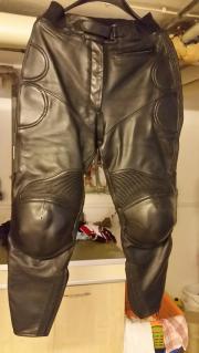Motorradcombi und Stiefel
