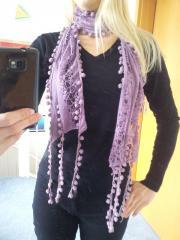 neuer fliederfarbener Schal