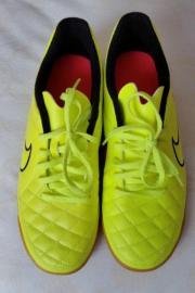 Nike Tiempo Hallenschuhe