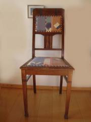 Originaler alter Holzstuhl neu bezogen
