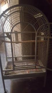 Papageien Käfig zu