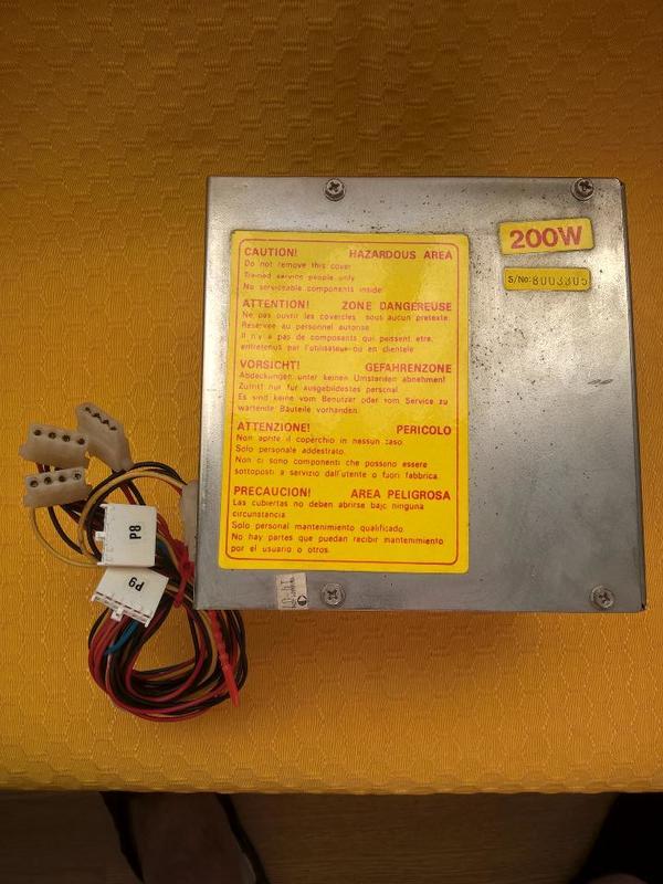 PC-Netzteil mit 200 Watt Ausgangs-Leistung