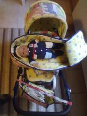 Puppenkinderwagen mit Puppe
