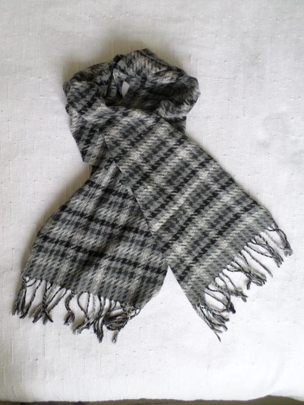Schal mit Fransen schwarz-grau 132