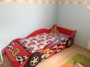 Schönes Kinderbett Rennauto70x140