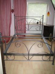 Schönes Metallbett 140 x 200