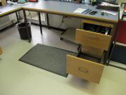 Schreibtisch aus Metall in Industriequalität