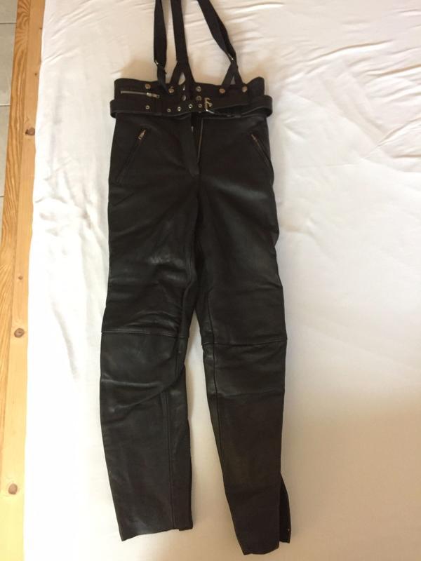 schwarze Frauen Motorrad-Leder-Hose von LOUIS