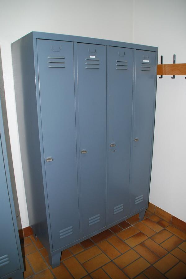 spind garderobenschrank in neuhofen garderobe flur keller kaufen und verkaufen ber. Black Bedroom Furniture Sets. Home Design Ideas
