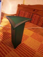 Stylische Vase dreieckig mit breitem