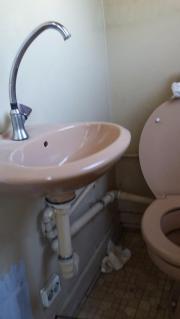 ... Bad, Einrichtung Und Geräte   Toilette Waschbecken Bad WC Badezimmer  Beige Polterabend Hochzeit ...