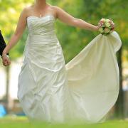 Brautkleid reinigen erlangen