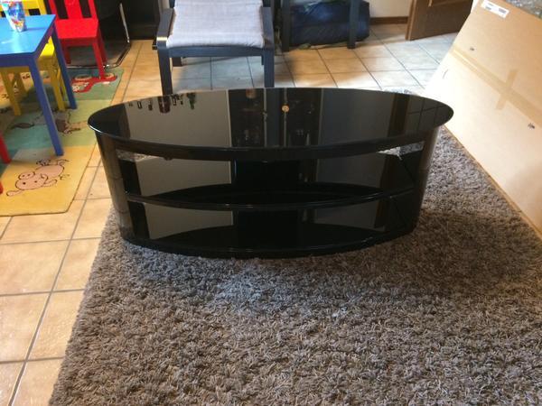 hnge tv board great elegant cool auna mriser tvboard support moniteur xx cm with tv board glas. Black Bedroom Furniture Sets. Home Design Ideas