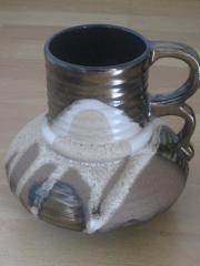 Vase aus Keramik mit Sandstein