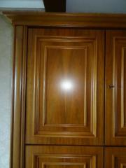 Wohnzimmerschrank Nussbaum Teilmassiv Beleuchtet Fachbden Glastren Zustand Sehr Gut Kleinanzeigen Aus Nrnberg